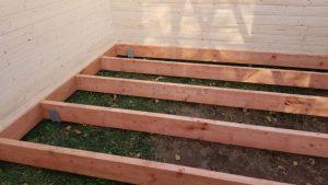Stavba záhradnej chaty a záhradného domčeku -rošt