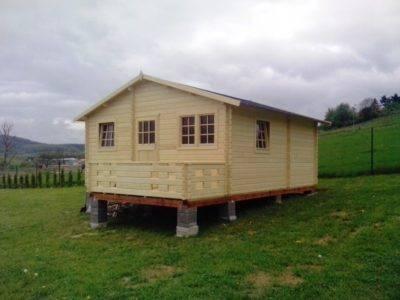 Stavba záhradnej chatky na piliere